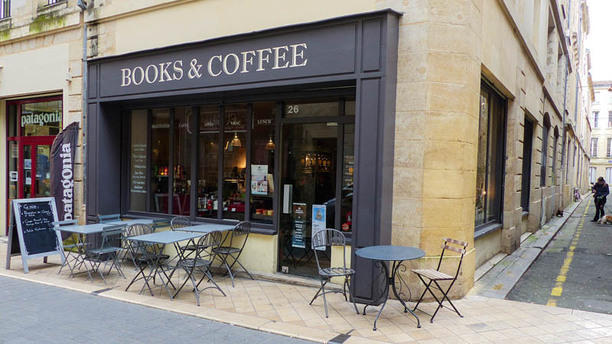 books-and-coffee-terrasse-39285